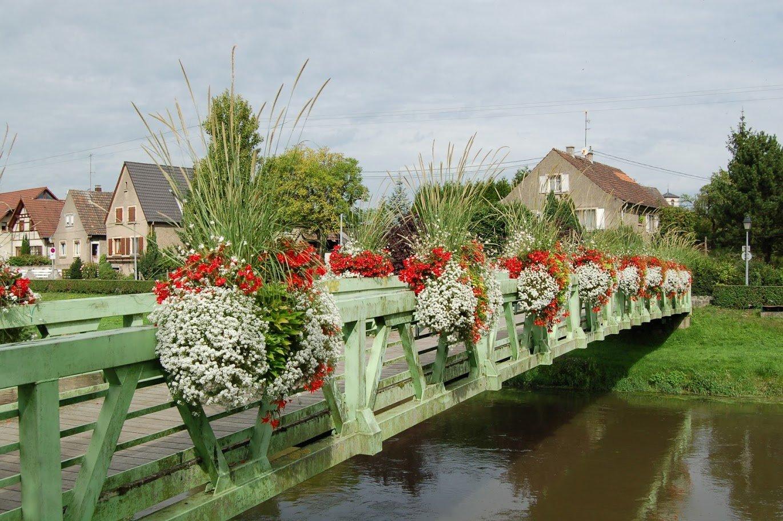 Räckeslåda på bro