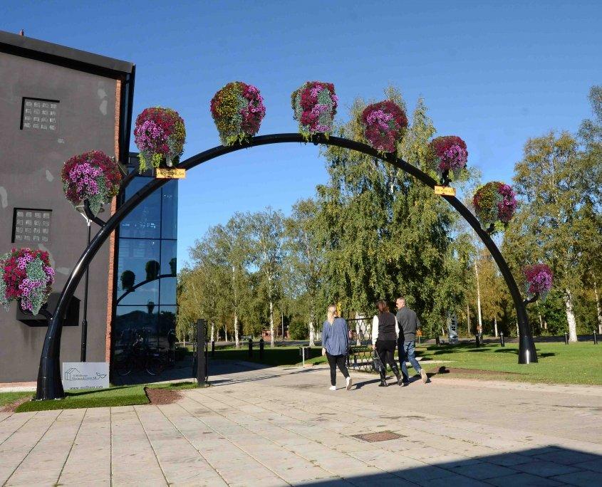 Blomsterbåge sommarplantering