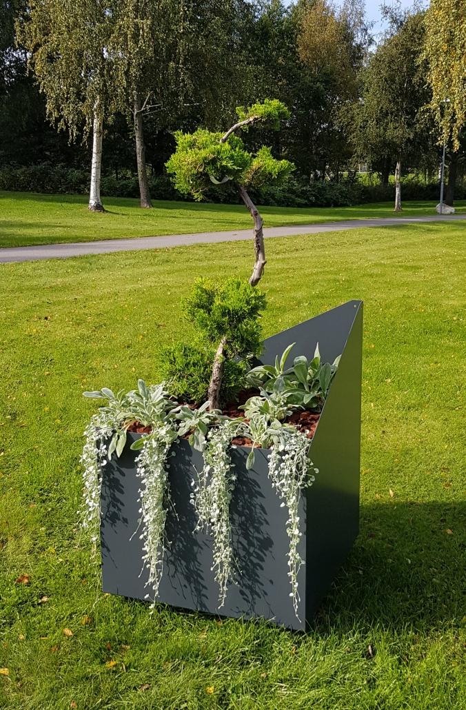 urna grå utemiljö plantering mölltorp